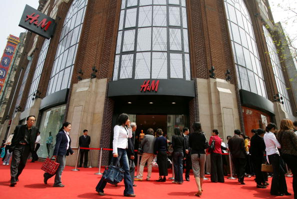 Entering「Kylie Minogue Attends H&M Store Opening In Shanghai」:写真・画像(11)[壁紙.com]