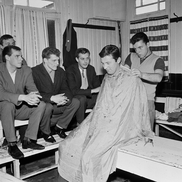 Reg Burkett「Haircut For Swindon Town Players」:写真・画像(14)[壁紙.com]