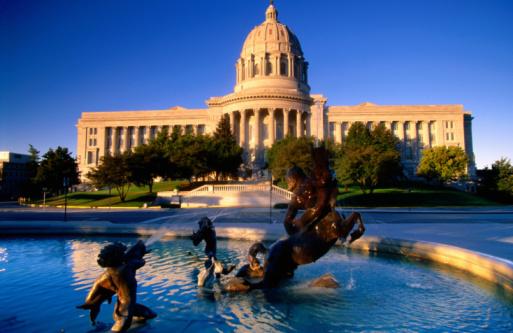 Missouri「Fountain in front of Missouri State Capitol building, Jefferson City, Missouri, United States of America, North America」:スマホ壁紙(17)