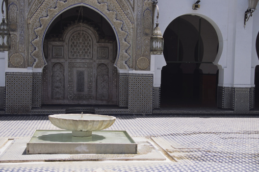 Courtyard「Fountain in courtyard of Kairouyine Mosque, Fez, Morocco」:スマホ壁紙(7)