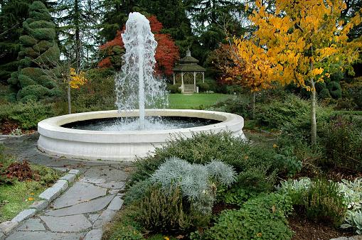 Health Spa「Fountain in Garden Seattle Zoo Washington」:スマホ壁紙(6)