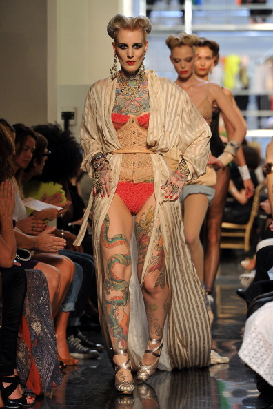 Ready To Wear「Jean Paul Gaultier: Runway - Paris Fashion Week Spring / Summer 2012」:写真・画像(9)[壁紙.com]
