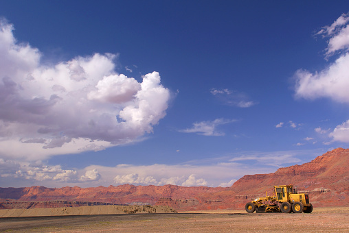 Road Construction「desert sandstone landscape construction grader sky」:スマホ壁紙(2)