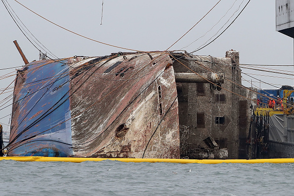Passenger Craft「South Korea Attempts To Salvage Sunken Sewol Ferry」:写真・画像(17)[壁紙.com]