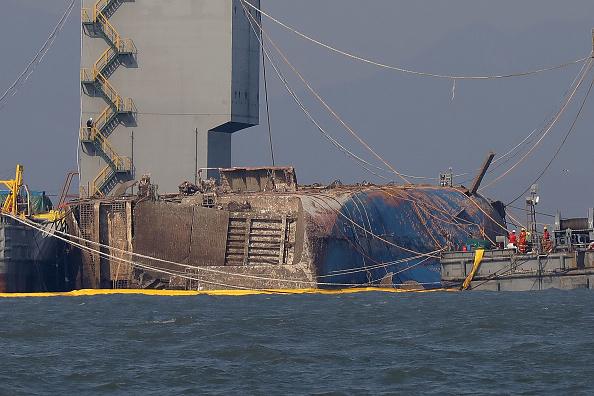 Passenger Craft「South Korea Attempts To Salvage Sunken Sewol Ferry」:写真・画像(13)[壁紙.com]
