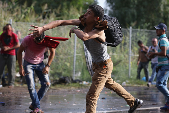 Rock - Object「Violent Clashes On The Hungarian Border After Migrants Attempt To Break Through The Fence」:写真・画像(19)[壁紙.com]