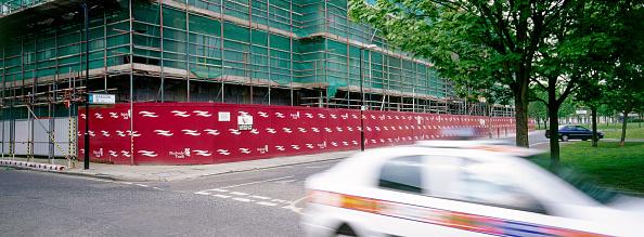 2002「Hoardings around construction site  Peckham regeneration, London, United Kingdom」:写真・画像(7)[壁紙.com]