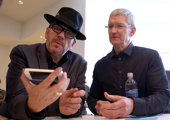Wireless Technology「Apple Introduces Two New iPhone Models At Product Launch」:写真・画像(11)[壁紙.com]