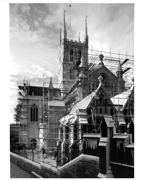 Construction Equipment「CLEANING SOUTHWARK CATHEDRAL」:写真・画像(13)[壁紙.com]