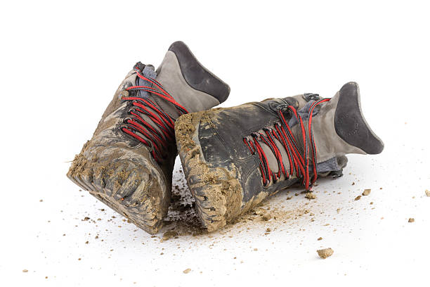 hiking dirty boots:スマホ壁紙(壁紙.com)