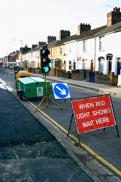 Road Marking「Generator and mobile traffic light at roadwork England, UK」:写真・画像(8)[壁紙.com]