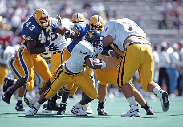 Running Back「University of West Virginia Mountaineers vs University of Pittsburgh Panthers」:写真・画像(5)[壁紙.com]