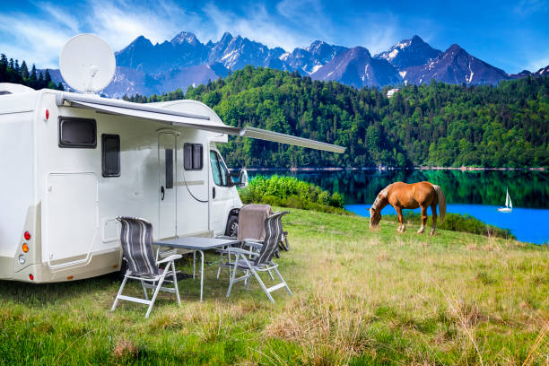 Vacation in Poland - camper by the Czorsztyn lake and Tatra Mountains landscape:スマホ壁紙(壁紙.com)
