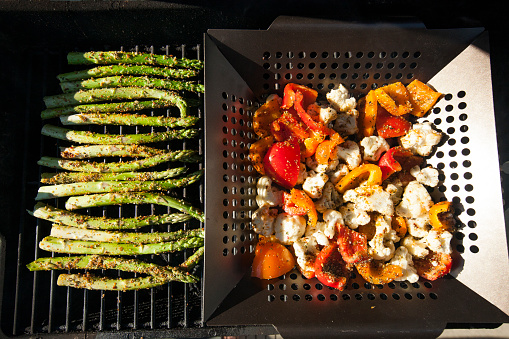 Asparagus「Vegetables cooking on barbecue grill」:スマホ壁紙(13)