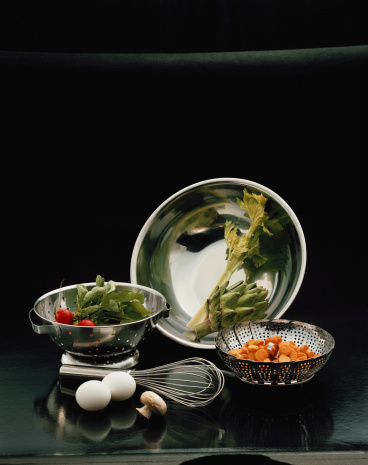 1980「Vegetables in bowl and colander with whisk and eggs on black background」:スマホ壁紙(12)