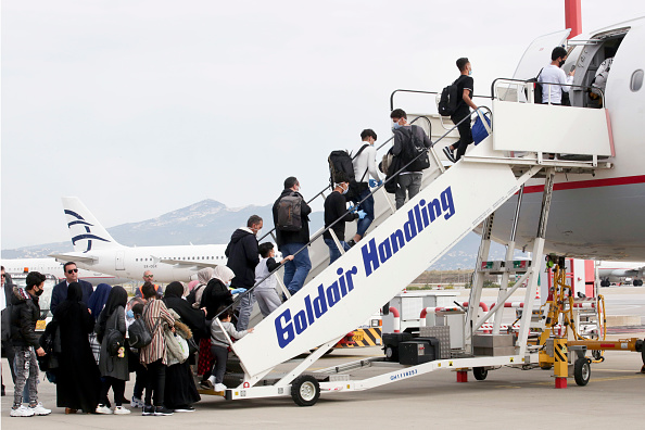 Europe「Refugees From Overcrowded Migrant Camps Are Transferred to Britain To Be Reunited With Families」:写真・画像(1)[壁紙.com]