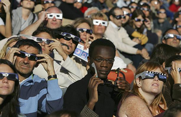 Partial Eclipse Casts Shadow Over Europe:ニュース(壁紙.com)