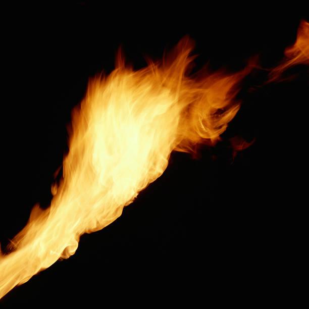 Blowing Flame:スマホ壁紙(壁紙.com)