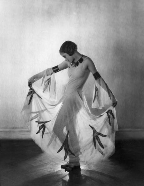 Transparent「Chorus Girl Dancing」:写真・画像(9)[壁紙.com]