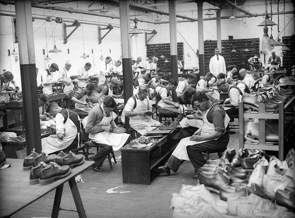 Fred Morley「Shoe Factory」:写真・画像(9)[壁紙.com]