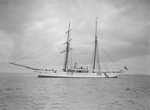 Anchored「The Schooner Francisca At Anchor」:写真・画像(2)[壁紙.com]