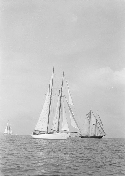 Cutting「Westward (Foreground) And The Visiting Canadian Schooner Bluenose 19」:写真・画像(11)[壁紙.com]
