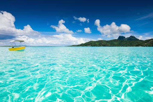 Shallow「Bora-Bora Lagoon Yellow Motor Boat」:スマホ壁紙(5)
