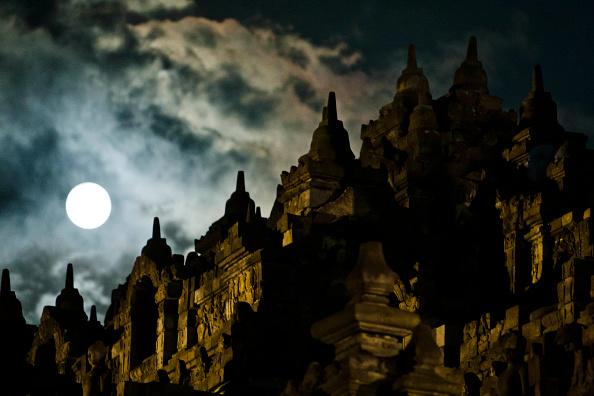 Buddha「Indonesia Commemorates Birth Of Buddah」:写真・画像(18)[壁紙.com]