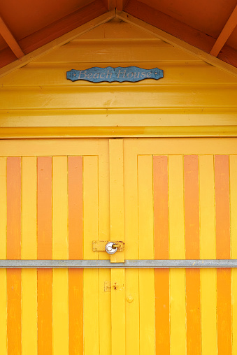 Changing Cubicle「Colorful yellow door of a beach house」:スマホ壁紙(18)