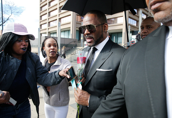 Kelly public「R. Kelly Back In Court For Aggravated Sexual Abuse Charges」:写真・画像(17)[壁紙.com]
