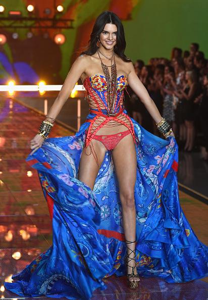ヴィクトリアズ・シークレット「2015 Victoria's Secret Fashion Show - Show」:写真・画像(13)[壁紙.com]