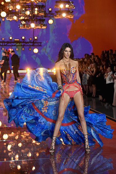 New York State Armory「2015 Victoria's Secret Fashion Show - Runway」:写真・画像(2)[壁紙.com]