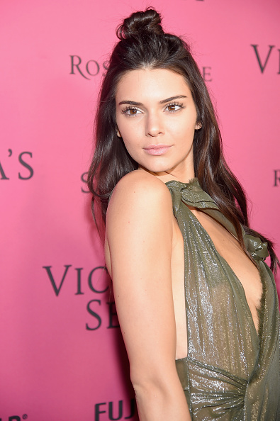 Alternative Pose「2015 Victoria's Secret Fashion After Party - Pink Carpet Arrivals」:写真・画像(6)[壁紙.com]