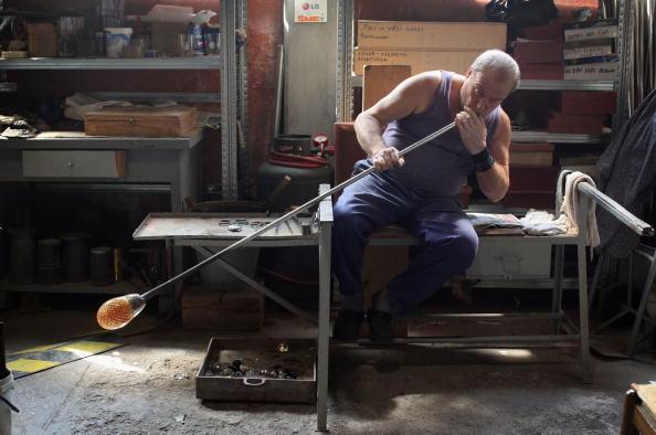 花瓶「Traditional Venetian Glass Blowers Practice Their Craft」:写真・画像(3)[壁紙.com]