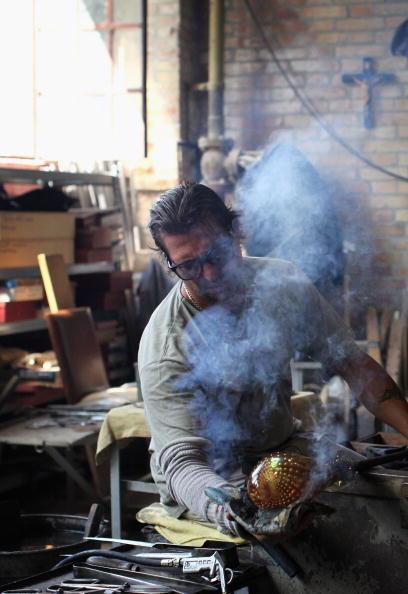 花瓶「Traditional Venetian Glass Blowers Practice Their Craft」:写真・画像(0)[壁紙.com]