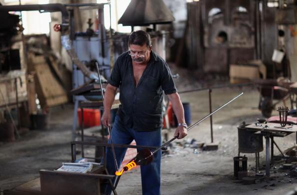 花瓶「Traditional Venetian Glass Blowers Practice Their Craft」:写真・画像(5)[壁紙.com]