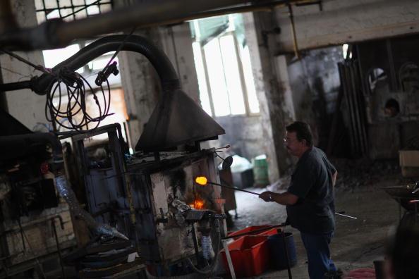 花瓶「Traditional Venetian Glass Blowers Practice Their Craft」:写真・画像(7)[壁紙.com]