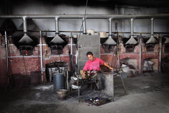 花瓶「Traditional Venetian Glass Blowers Practice Their Craft」:写真・画像(4)[壁紙.com]