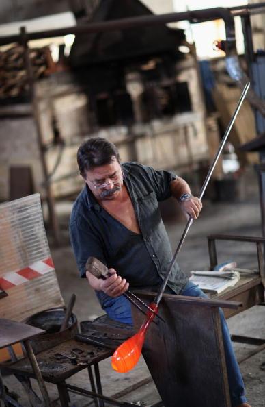 花瓶「Traditional Venetian Glass Blowers Practice Their Craft」:写真・画像(13)[壁紙.com]