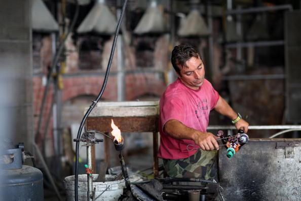 花瓶「Traditional Venetian Glass Blowers Practice Their Craft」:写真・画像(2)[壁紙.com]