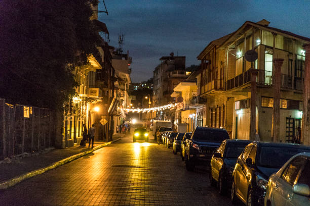 Shot at dusk, Casco Viejo also called Casco Antiguo, Panama City's Old Quarter established in 1673, with its old buildings, cars and unrecognizable persons in background.:スマホ壁紙(壁紙.com)