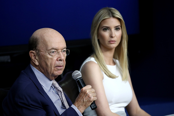 Wilbur Ross「President Trump Holds CEO Town Hall On US Business Climate At White House」:写真・画像(17)[壁紙.com]