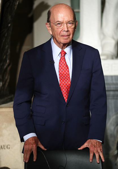 Wilbur Ross「Donald Trump Delivers Address To Joint Session Of Congress」:写真・画像(7)[壁紙.com]
