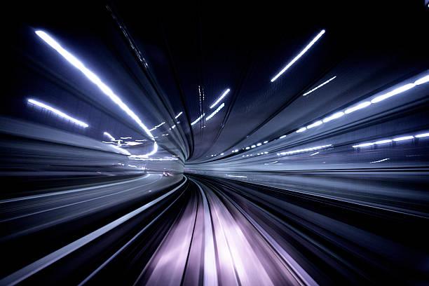 夜のトンネル:スマホ壁紙(壁紙.com)