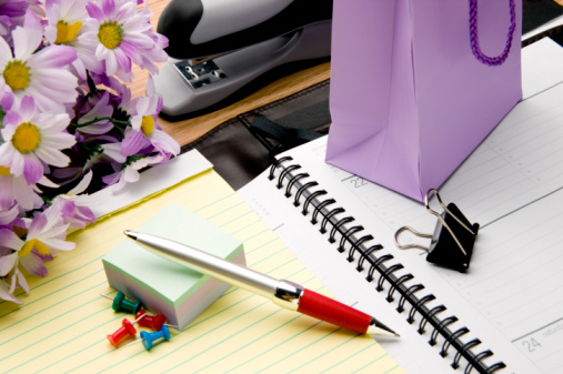 Diary「Office supplies and gift on desk」:スマホ壁紙(9)