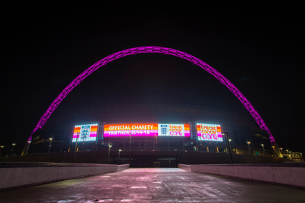 English Football Association「The Wembley Arch Turns Pink To Support Breast Cancer Care This October」:写真・画像(3)[壁紙.com]