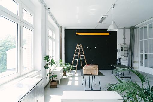 Open Plan「Empty office space, no people」:スマホ壁紙(17)