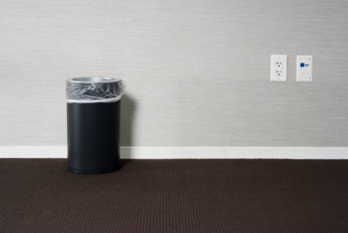 Wastepaper Basket「Empty Office」:スマホ壁紙(4)