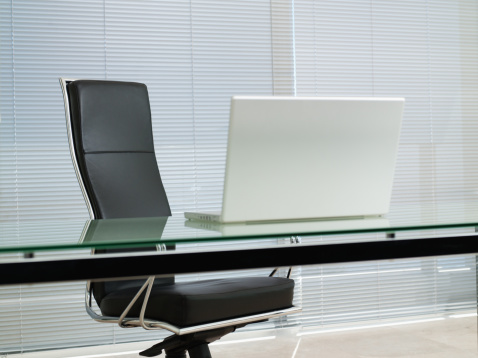 Place of Work「Empty office chair with laptop on desk」:スマホ壁紙(10)