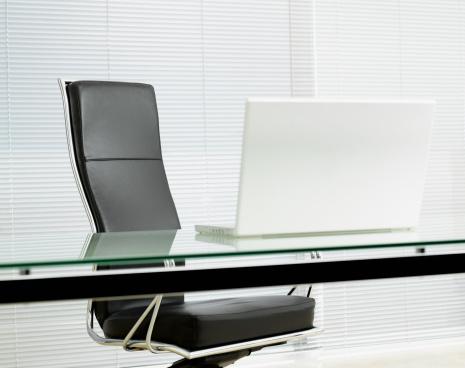 Office「Empty office chair with laptop on desk」:スマホ壁紙(19)